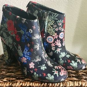 Floral Embroidered Sam Edelman Boots!Size 5.